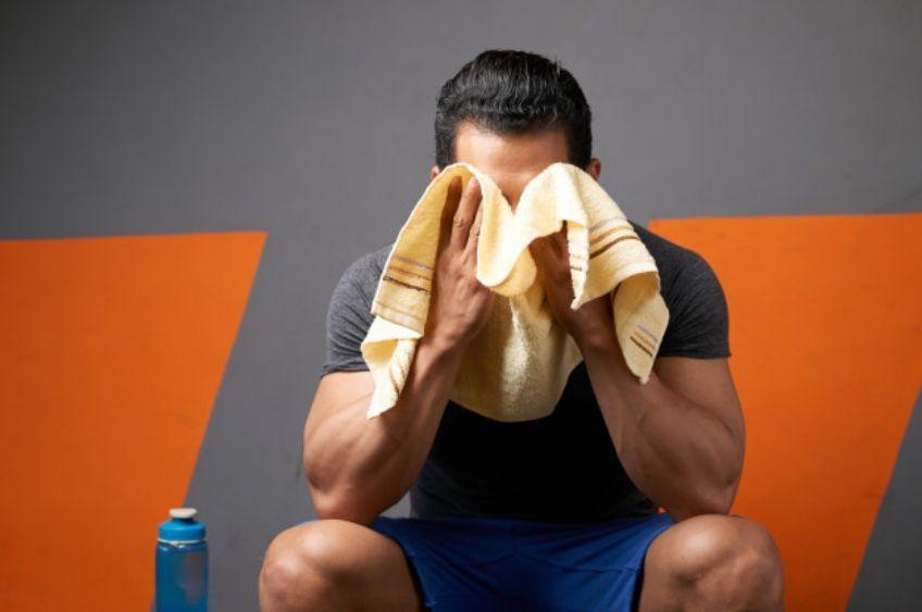 چگونه تعریق شدید سر و صورت را کنترل کنیم؟