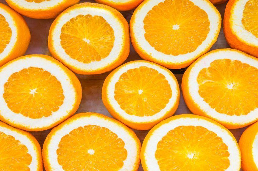 چند-پرتقال-که-از-وسط-نصف-شده