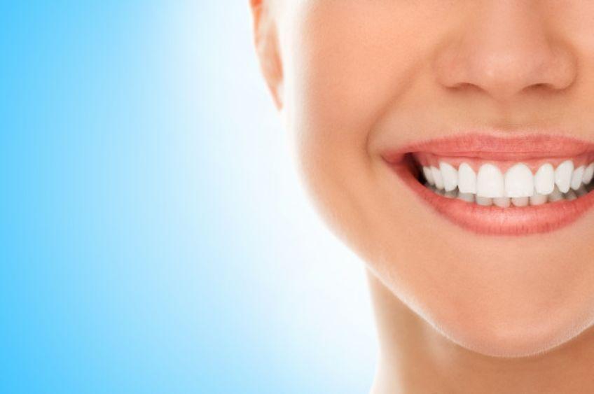 راهکارهایی برای داشتن دندانهایی سفیدتر و درخشانتر